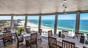A Gorgeous Revolving Restaurant In Florida, Spinner's Has Breathtaking Rooftop Views
