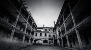 10 Staggering Photos Of An Abandoned Hospital Hiding In San Francisco
