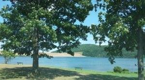 The Sapphire Lake In Pennsylvania That's Devastatingly Gorgeous