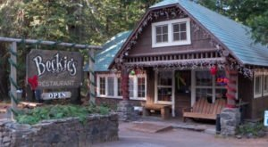 The Remote Cabin Restaurant In Oregon That Feels Just Like Home