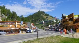 There's A Tiny Town In South Dakota Completely Surrounded By Breathtaking Natural Beauty