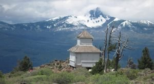 This Little-Known Oregon Hike Leads To The Most Awe-Inspiring Lookout