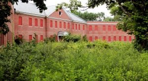 13 Staggering Photos Of An Abandoned Asylum Hiding In Massachusetts