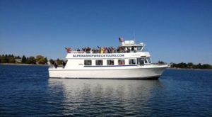 The Amazing Glass-Bottomed Boat Tour In Michigan That Will Bring Out The Adventurer In You
