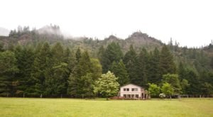 The Gorgeous Lodge In Oregon That's So Secluded You Can Only Access It By Hike