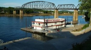 This Floating Restaurant Is Returning To West Virginia And You'll Want To Visit