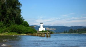 Most People Don't Know This Hidden Lighthouse In Oregon Exists