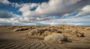 This Surreal Desert Lakebed In Oregon Is Out Of This World