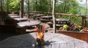 Try These 8 West Virginia Restaurants For A Magical Outdoor Dining Experience
