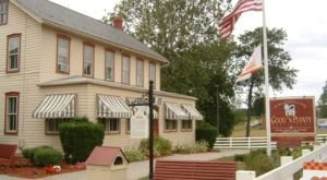 A Charming Restaurant In The Heart Of Amish Country, Good 'N Plenty Is A Pennsylvania Dream