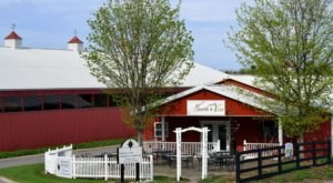 This Charming Restaurant In The Heart Of Wine Country Is A Michigan Dream