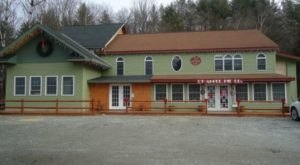 The Mom & Pop Restaurant In Vermont That Serves The Most Mouthwatering Home Cooked Meals