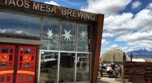 These 12 New Mexico Breweries Have Food To Die For And You Need To Try Them