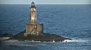 The Remnants Of This Abandoned Lighthouse In Northern California Are Hauntingly Beautiful