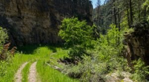 The Picture Perfect Hike In South Dakota That's Beautiful On A Summer Day