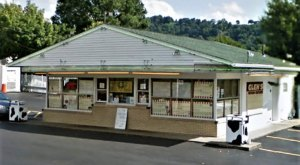 The Good Old Fashioned Frozen Custard Shop Near Pittsburgh That Will Take You Back In Time