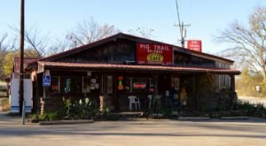 Everyone Goes Nuts For The Hamburgers At This Nostalgic Eatery In Arkansas