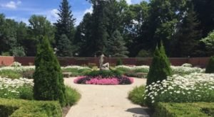 The Stunning Illinois Park That Looks Just Like An English Garden