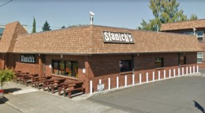 Everyone Goes Nuts For The Hamburgers At This Nostalgic Eatery In Portland