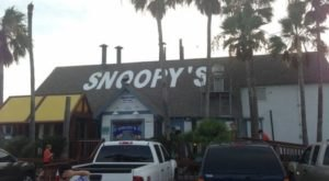 A Secluded Beachfront Restaurant In Texas, Snoopy's Pier Is One Of The Most Magical Places You'll Ever Eat
