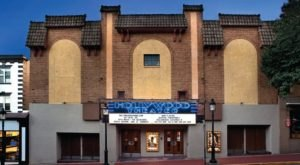 The Old-Fashioned Movie Theater In Pittsburgh That Will Take You Back In Time