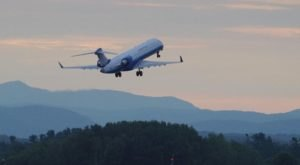 You Can Watch Planes Land At This Underrated Airport In Vermont
