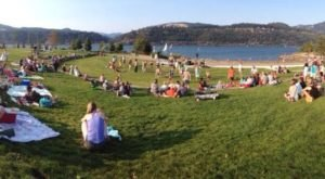 You'll Want To Visit This Lovely Waterfront Park In Oregon Before Summer's Over
