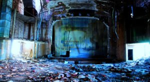 11 Staggering Photos Of An Abandoned Theater Hiding In Indiana