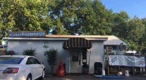 The Unassuming Restaurant In Alabama That Serves The Best Oysters You'll Ever Taste