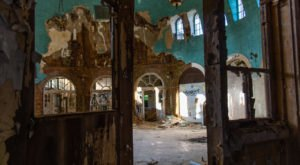 9 Staggering Photos Of An Abandoned Hospital Hiding Near Buffalo