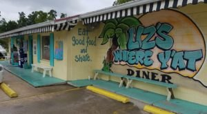 People Can't Get Enough Of This Beach Themed Diner In Louisiana