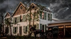 9 Haunted Houses In Delaware That Will Terrify You In The Best Way