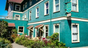 You'll Never Forget Your Stay At This Literary-Themed Beach Hotel In Oregon