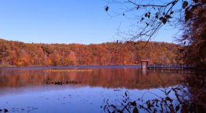 The One Hikeable Lake In Kentucky That's Simply Breathtaking In The Fall