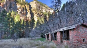 These 9 Arizona Hiking Trails Lead To Some Incredible Pieces Of History