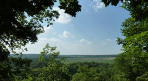 Hike Near This Kansas Bluff To Watch A Stunning Lakeside Sunset