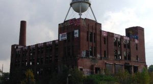 19 Staggering Photos Of An Abandoned Warehouse Hiding In Cleveland