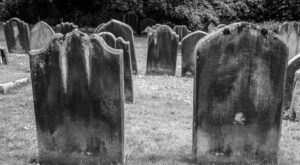 These 9 Haunted Cemeteries In Illinois Are Not For the Faint of Heart