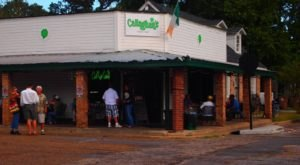 Visit This Irish Restaurant In Alabama For The Most Mouthwatering Burger In The State