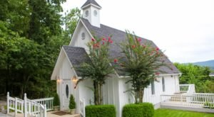 The Chapel In Alabama That's Located In The Most Unforgettable Setting