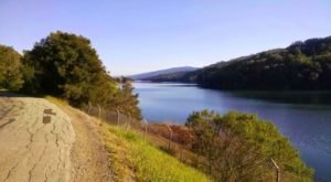 The One Hikeable Lake Near San Francisco That's Simply Breathtaking In The Fall