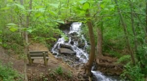The Hiking Trail Hiding Near Kansas City That Will Transport You To Another World