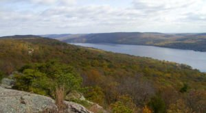 The One Hikeable Lake In New Jersey That's Simply Breathtaking In The Fall