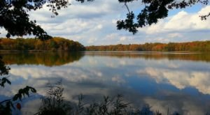 The One Hikeable Pond In Delaware That's Simply Breathtaking In The Fall