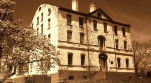 The Story Behind New Jersey's Most Haunted House Will Give You Nightmares