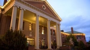 You Won't Believe The Ghostly Tale Behind This Haunted Oregon Hotel