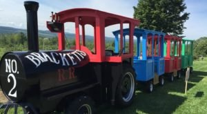 The Orchard Train Ride In Maine That's Perfect For A Fall Day