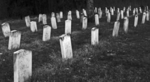 These 13 Ghostly Graveyards In Mississippi Are Not For The Faint Of Heart