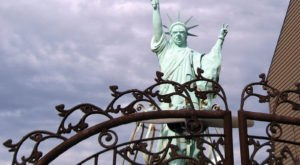 Most People Don't Know There's A Little Statue Of Liberty In Louisville