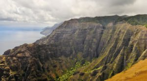 These 13 Hawaii Hiking Trails Lead To Some Incredible Pieces Of History